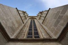 Finestra Romanesque-Gotica della chiesa Immagini Stock
