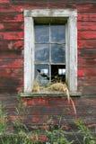 Finestra rossa del granaio Fotografia Stock Libera da Diritti