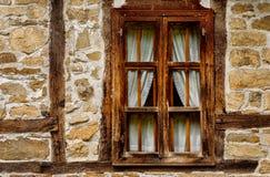 Casa rustica della finestra con le inferriate protezione for Illuminazione rustica della cabina