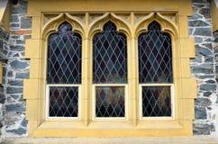 Finestra storica della chiesa fotografie stock