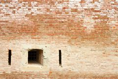 Finestra sul muro di mattoni antico Immagini Stock