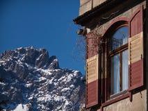 Finestra sulle alpi Fotografie Stock Libere da Diritti