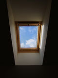 Finestra in un tetto della casa Fotografia Stock