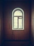Finestra in una stanza triste Immagini Stock
