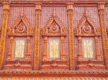 Finestre affiancate lustrate meravigliose in tempiale della Tailandia Fotografia Stock Libera da Diritti
