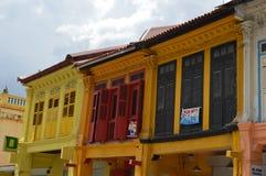 Finestre coloniali variopinte in poca India, Singapore Fotografie Stock Libere da Diritti