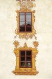 Finestre decorate del castello Fotografie Stock Libere da Diritti