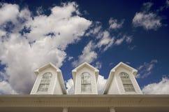 finestre del tetto della casa fotografia stock libera da diritti