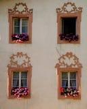 Finestre del Tirolo Immagini Stock Libere da Diritti