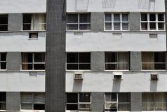 Finestre dell'appartamento fotografie stock libere da diritti