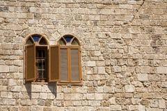 finestre dell'arco due fotografie stock libere da diritti