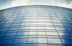 Finestre dell'edificio per uffici Fotografia Stock Libera da Diritti