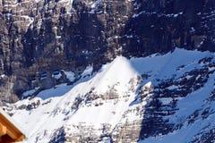 Finestre della galleria della stazione di Eigerwald sul fronte del nord di Eiger fotografie stock
