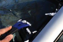 Finestre di automobile di pulizia Fotografie Stock