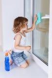 Finestre di lavaggio del bambino Fotografie Stock Libere da Diritti