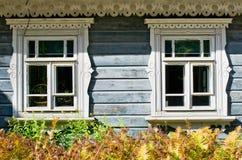 Finestre di legno del cottage Fotografia Stock Libera da Diritti