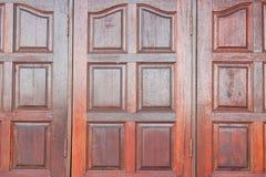 Finestre di legno nello stile d'annata fotografia stock