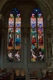 Finestre di stained-glass della chiesa Fotografie Stock Libere da Diritti
