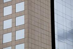 Finestre di vetro della facciata di una costruzione quadrato Fotografia Stock Libera da Diritti
