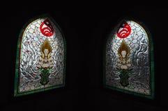 Finestre di vetro macchiato dell'angelo al tempio in Tailandia. Fotografie Stock Libere da Diritti