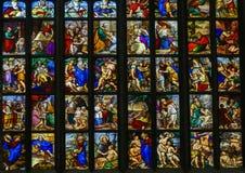 Finestre di vetro macchiato dentro i Di Milano, la chiesa del duomo o di Milan Cathedral della cattedrale di Milano, Lombardia, I fotografia stock libera da diritti