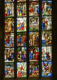 Finestre di vetro macchiato dentro i Di Milano, la chiesa del duomo o di Milan Cathedral della cattedrale di Milano, Lombardia, I fotografie stock