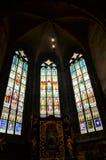 Finestre di vetro macchiato nella cattedrale di Praga Immagini Stock