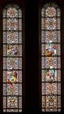 Finestre di vetro macchiato nella cupola di Riga a Riga, Lettonia Fotografia Stock