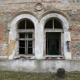 Finestre incurvate antiche Immagine Stock