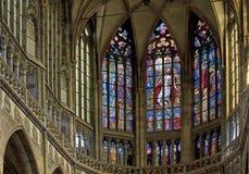 Finestre macchiate nella cattedrale della st Vitus fotografia stock