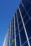 Finestre moderne dell'edificio per uffici Immagini Stock Libere da Diritti
