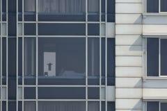 Finestre multiple su un grande edificio per uffici Fotografia Stock Libera da Diritti
