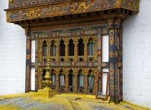 finestre nel monastero e nella fortezza Punakha Dzong, Bhutan Fotografia Stock