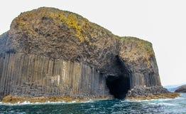 Fingal jama, wyspa Staffa, wyspa Wewnętrzny Hebrides, zachodni Szkocja Najwięcej sławnej dennej jamy w świacie obraz royalty free