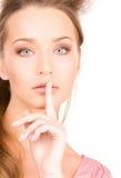 Finger auf Lippen Stockfotos