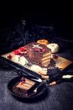 Finger de la galleta de Halloween y ataúd de la torta Imagen de archivo libre de regalías