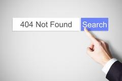 Finger, der gefundenen Fehler des Netzsuchknopfes 404 nicht drückt Lizenzfreie Stockbilder