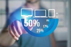 Finger eines Mannes, der auf eine blaue Übersichtsdiagrammschnittstelle - Technologie zeigt Stockfotografie