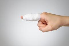 Finger herido con el vendaje Imágenes de archivo libres de regalías