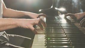 Finger på pianot, tappningfärger arkivfilmer