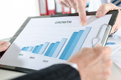 Finger pointing on a graph Royalty Free Stock Photos