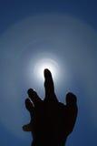Finger que señala en el sol Imagen de archivo libre de regalías