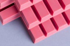 Finger Ruby Chocolate Bar royaltyfri bild
