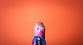 Finger som bär en klänning Arkivbild