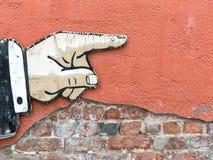 Finger som pekar till rätten royaltyfria bilder