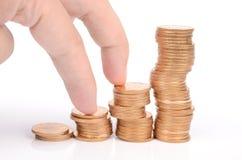 Finger und Münzen Stockfoto