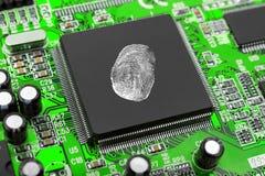 Fingeravtryck på datorchipen Arkivfoto