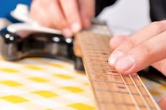 Fingeres de la guitarra Fotografía de archivo libre de regalías