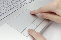 Fingeres humanos en panel táctil Fotografía de archivo libre de regalías
