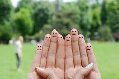 Fingeres humanos felices que sugieren concepto de la reacción y de la comunicación Imágenes de archivo libres de regalías